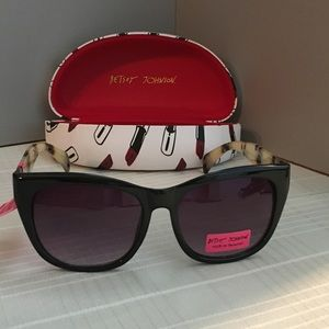 🆕BETSEY JOHNSON SUNGLASSES THAT YOU WILL LOVE-NEW